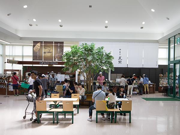 ツルヤ軽井沢のイートインコーナー