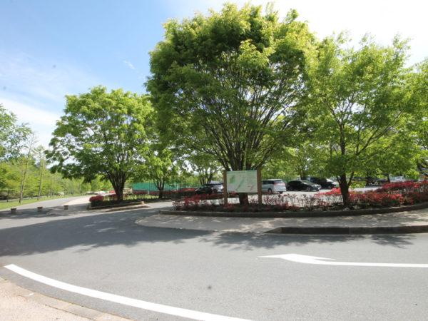 湯川ふるさと公園・駐車場