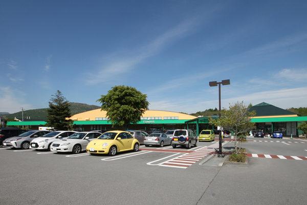 ツルヤ軽井沢店駐車場
