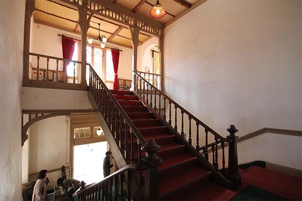 旧三笠ホテル 階段