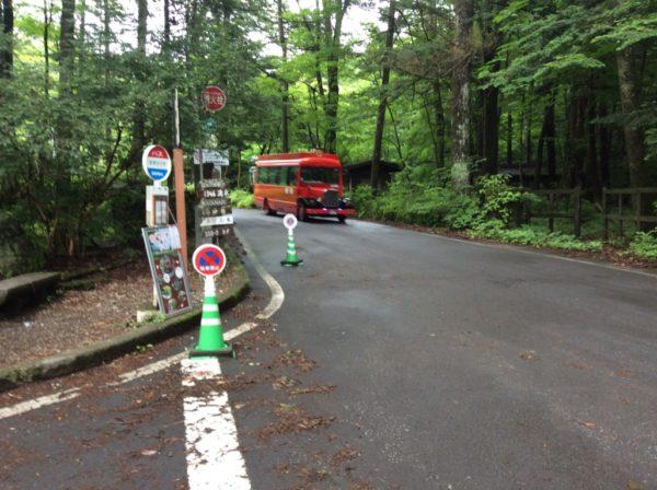 赤バス・二手橋バス停